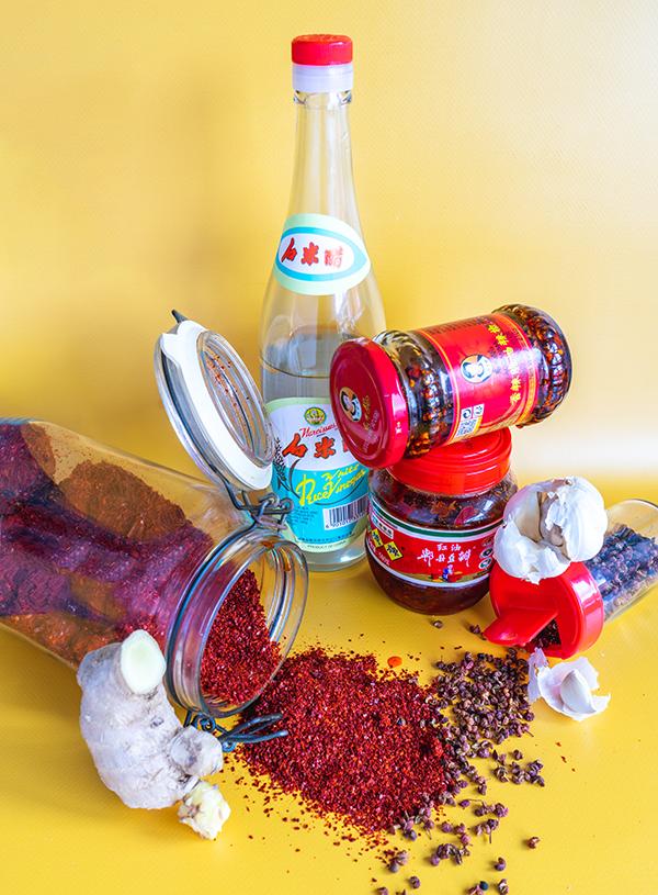 De ingrediënten voor mapo geïnspireerde hot sauce.