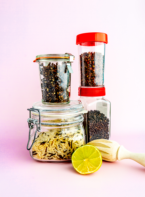 Ingrediënten voor wilde rijst met 3 soorten peper en limoen