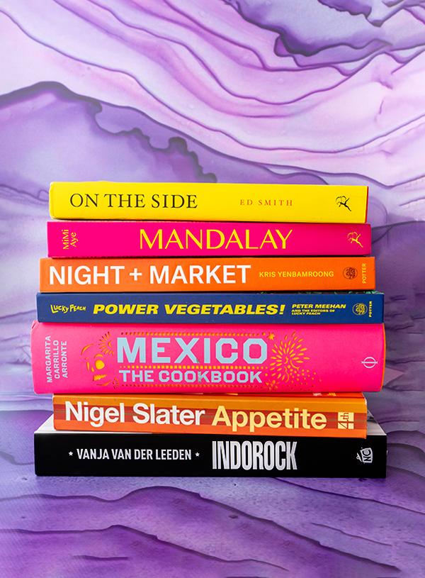 Mijn favoriete kookboeken samen op één stapel.